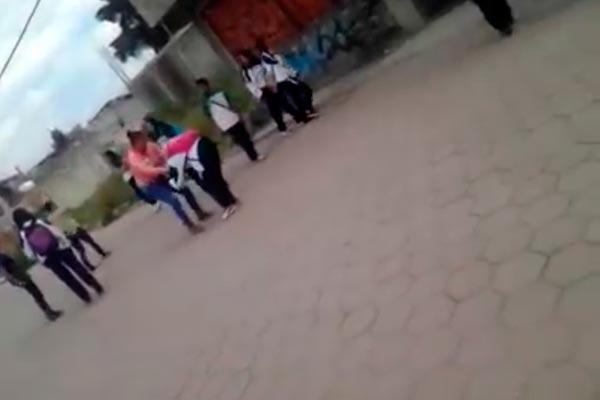 VIDEO; MADRE GOLPEA A COMPAÑERA DE SU HIJA