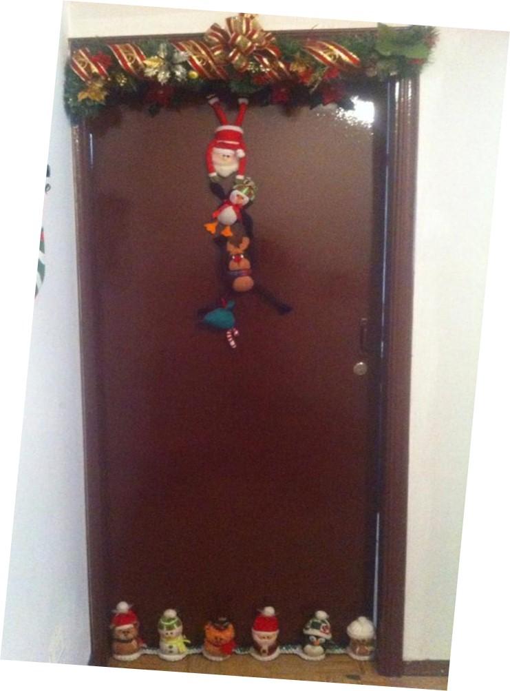 Mardedi burletes navide os para puerta for Como decorar una puerta