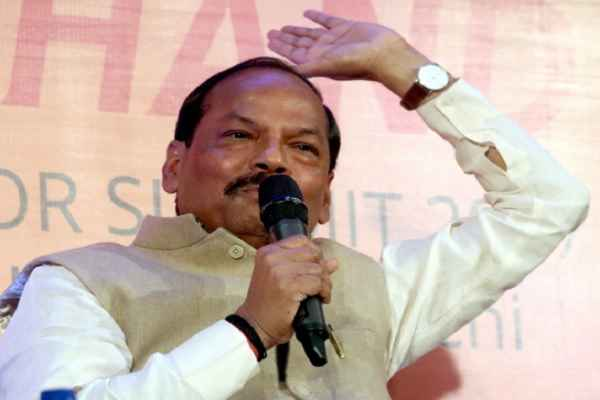 jharkhand-news-cm-raghubar-das-shows-thrown-in-a-programme