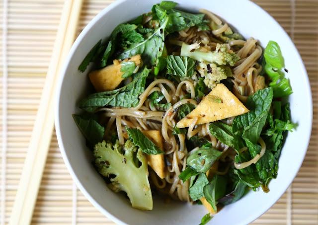 Tofu-Romanesco-&-Seaweed-Noodle-Bowl