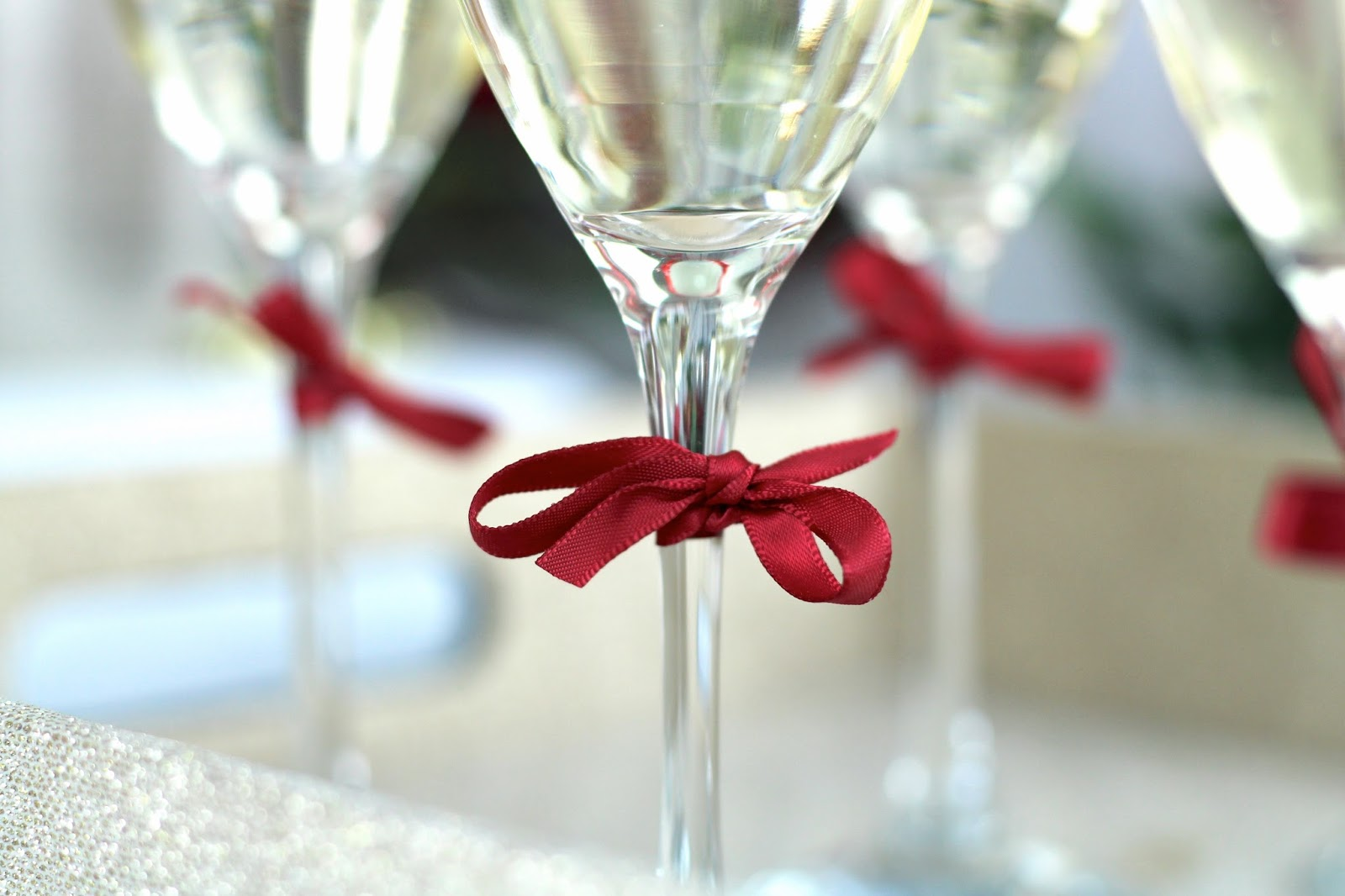 Red decorative bows on festive champagne flutes