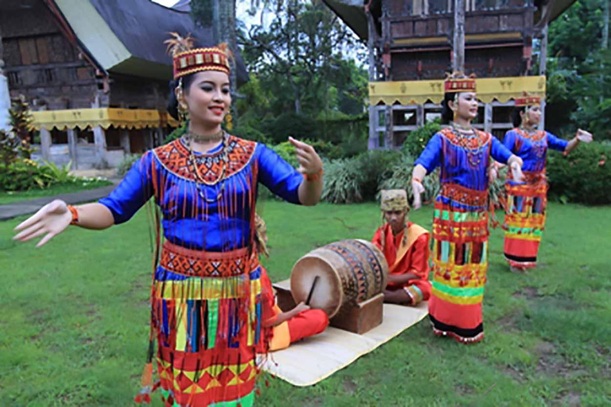 Tari Pa'Gellu, Tarian Tradisional Dari Provinsi Sulawesi Selatan