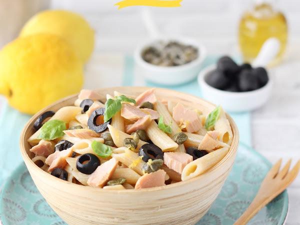 Pasta con tonno, olive, capperi e zenzero
