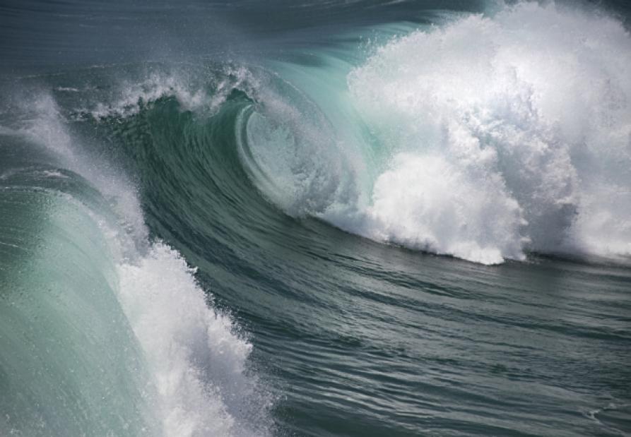 Are great tall waves warning of Tsunami?