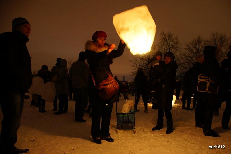 Запуск небесных фонариков в Парке авиаторов Санкт-петербург, 2012 год.