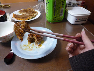 Jangan menembus makanan dengan sumpit
