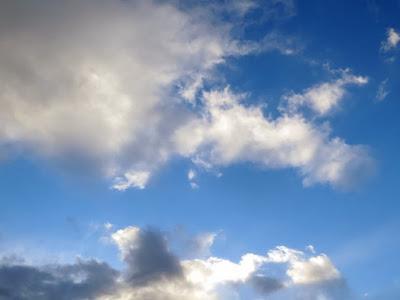冬の雲と青空