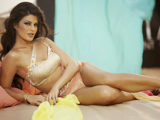 download and set wide screen photo of Jacqueline-Fernandez