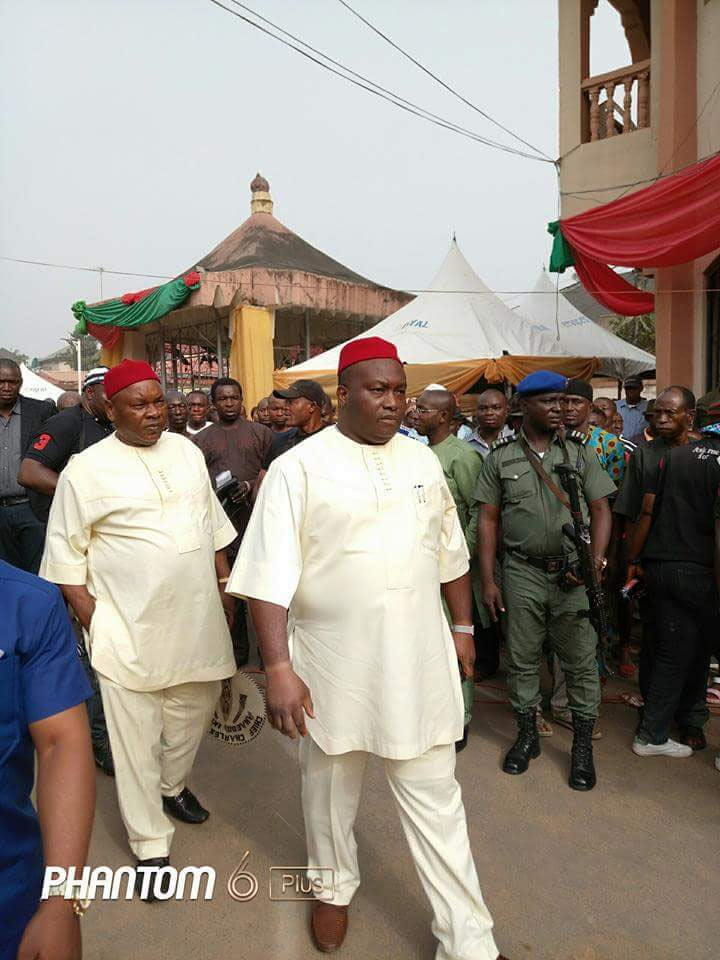 Ofala 2016: Ifeanyi Ubah arrives Igwe of Nnewi's palace in Rolls Royce