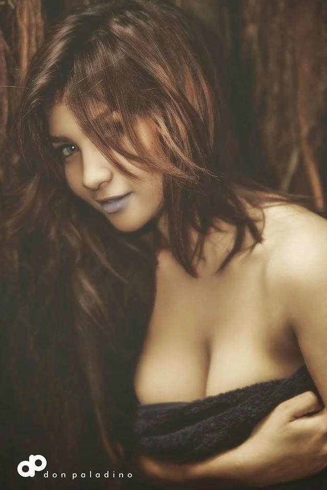 Model Sexy Siva Aprilia Yang Suka Pamer Payudara