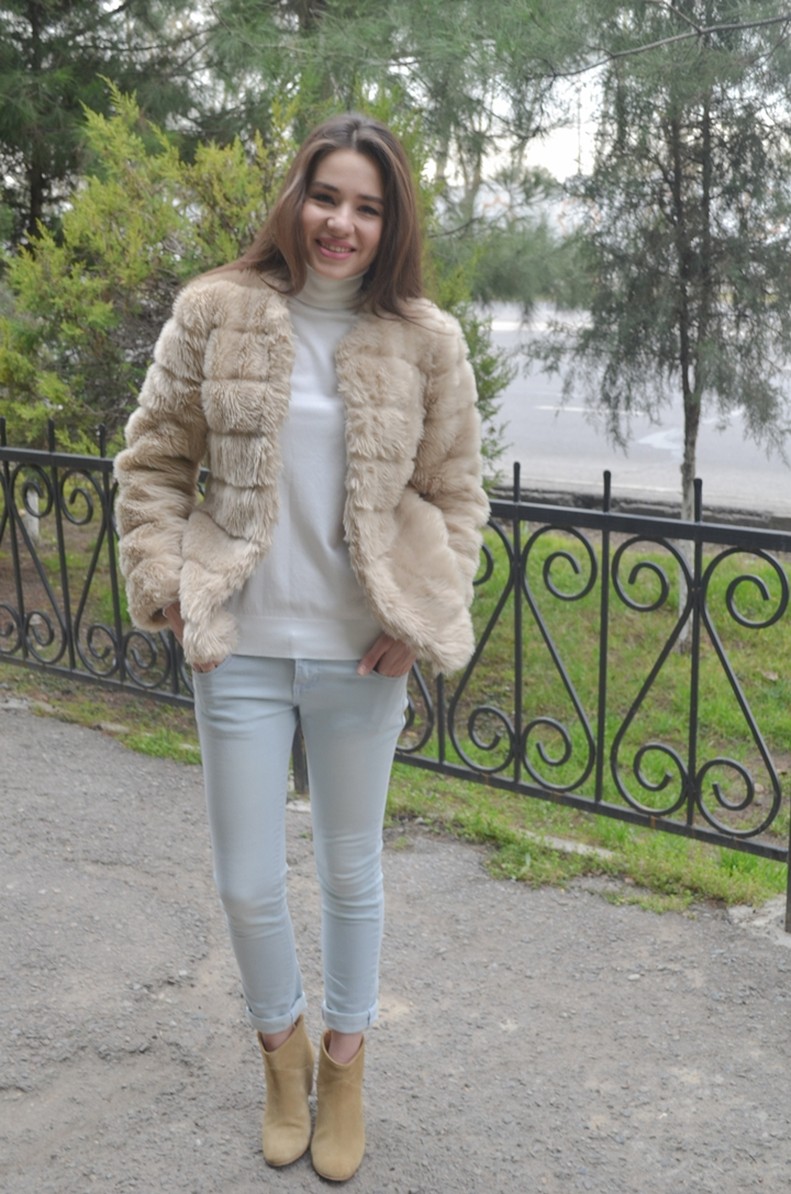 diyorasnotes_fashion_blogger_fur_white_tutleneck
