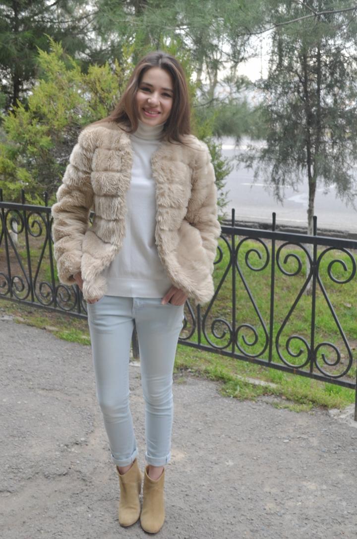diyorasnotes_fashion_blogger_fur_white_tutleneck