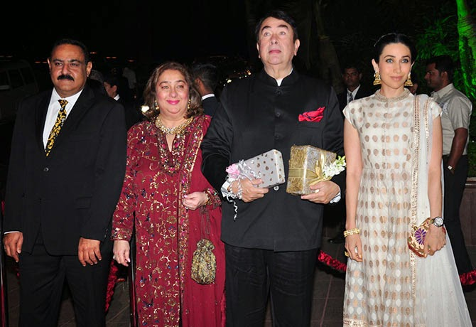 Karisma Kapoor along with father Randhir Kapoor aunt Reema Jain and her husband, Pics from Arpita-Ayush's Wedding reception