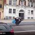Penghantar Domino's jatuh buat aksi angkat tayar motorsikal (Video)