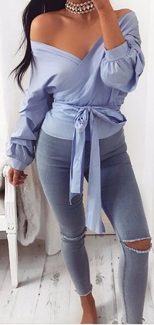 blue accents / wrap off-the-shoulder top + ripped jeans