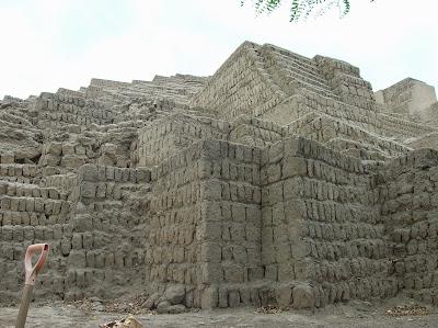 Pirámide de Huaca Pucllana, Lima, Perú, La vuelta al mundo de Asun y Ricardo, round the world, mundoporlibre.com