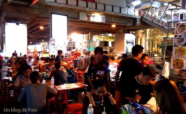 Puestos de comida callejera en Bangkok Nana