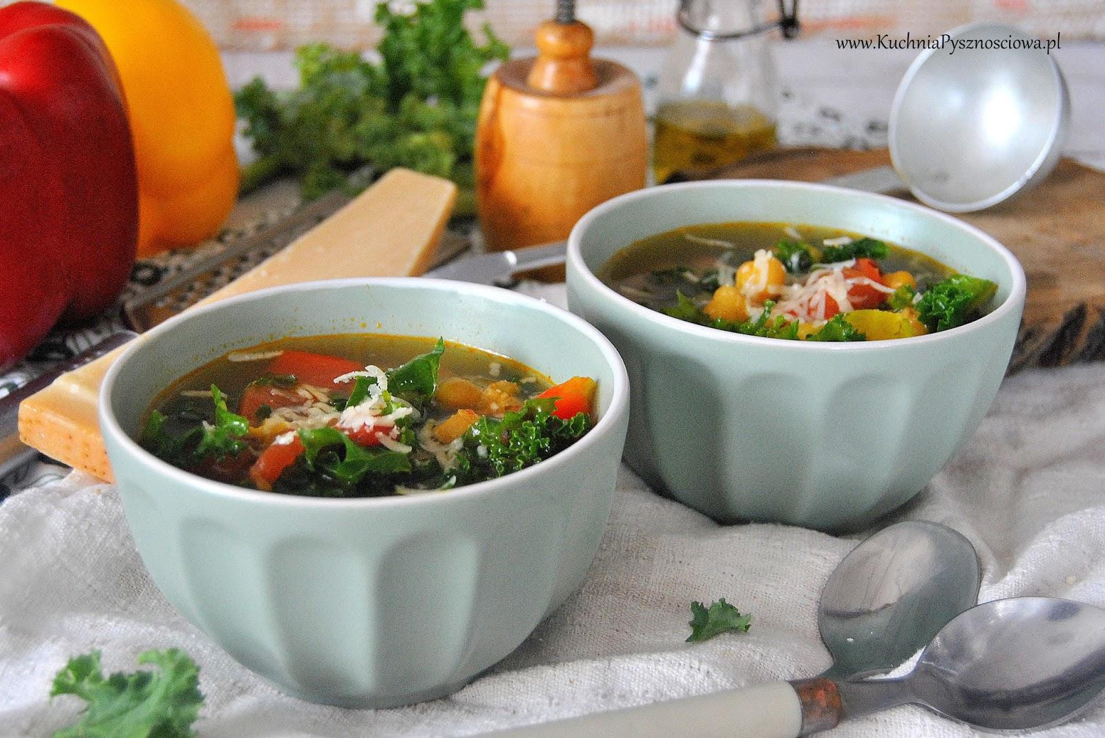 541. Rozgrzewająca zupa warzywna z jarmużem i cieciorką