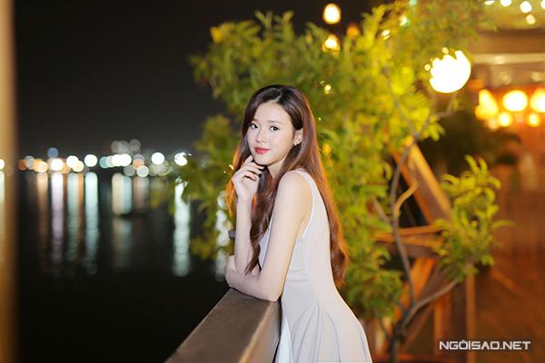 Sau khi hủy hôn với thiếu gia Phan Thành, Midu vẫn đi về lẻ bóng. Cô cho biết hiện tại không nghĩ tới chuyện yêu đương vì bận tập trung cho công việc.