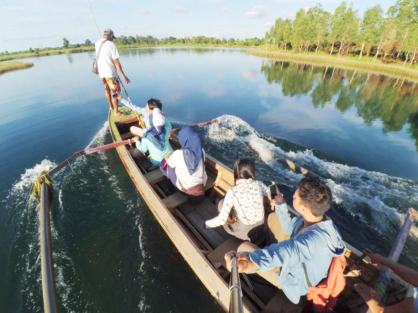 sumber foto http://zainalhakimmsc.blogspot.co.id/2016/07/beklotokan-di-danau-seran.html