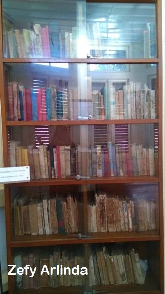 koleksi buku rumah pengasingan bung karno
