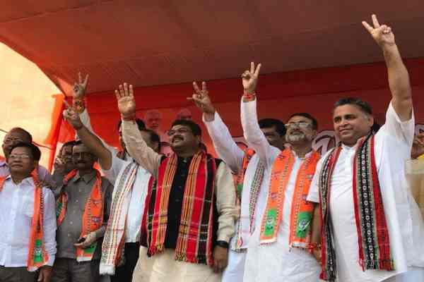 6-tmc-mlas-and-their-thousands-supporter-joined-bjp-today