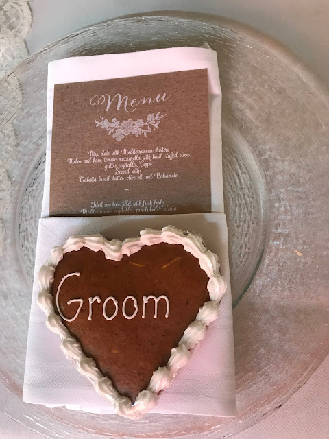Ginger bread heart, groom Table decor with Hessians, wood, grey, brown, green, lilac, Wedding abroad, Mountain wedding lake-side at the Riessersee Hotel Resort Bavaria, Germany, Garmisch-Partenkirchen