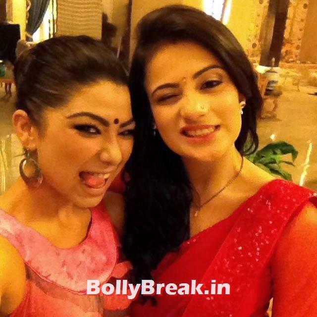 on set ishani , mast i , fun , selfie ,#😊, Meri Aashiqui Tumse Hi Saree Collection