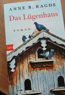 Das Cover zeigt ein Taubenhäuschen