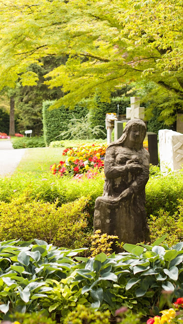 Places to Visit in Zurich in One Day with a ZVV Day Pass: gravestones in Friedhof Fluntern
