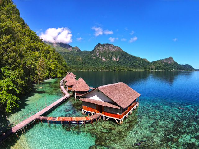 penginapan terapung Ora Beach eco resort Maluku