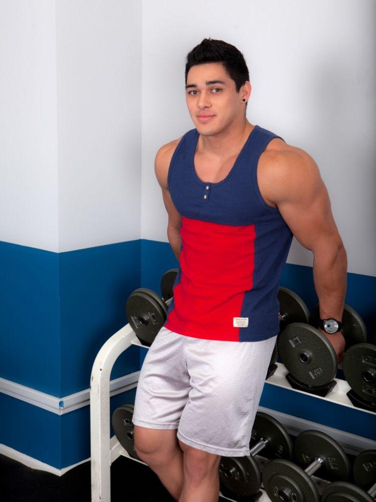 Daily Bodybuilding Motivation: MODEL DARREN RAMOS