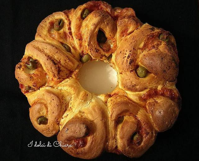 http://lamiapasticceriamoderna.blogspot.it/p/pizzette-da-buffet-o-torta-di-rose.html