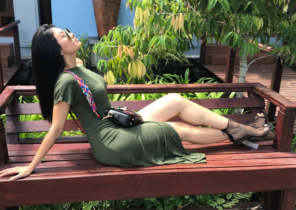 Thinzar Wint Kyaw Outgoing Fashion On Sunny Day