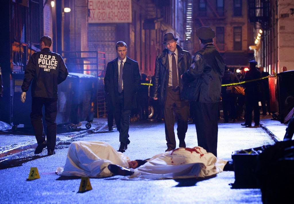 Ben McKenzie and Donal Logue as Detective James Gordon and Harvey Bullock arrive at the crime scene of Thomas and Martha Wayne's murder in Fox Gotham Pilot episode