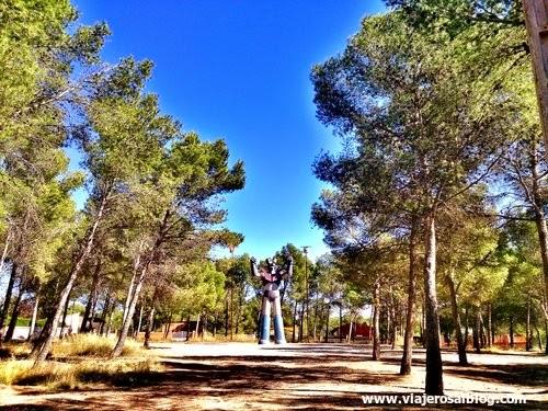 Estatua gigante de Mazinger Z en Tarragona... ¡PUÑOS FUERA!