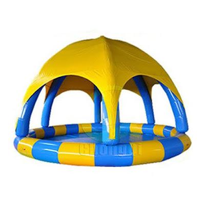 Pulando de alegria com os brinquedos infláveis da Inflatable-Zone
