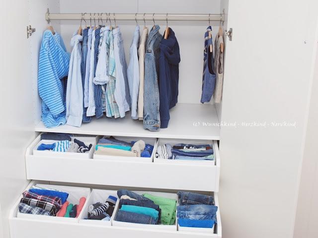 Der montessori-inspirierte Kleiderschrank ermöglicht es unseren Kindern sich selbstständig die Kleidung herausholen und anziehen zu können. Der Kleiderschrank unterstützt unsere Kinder in ihrer Selbstständigkeit