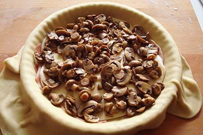 Focaccia funghi, prosciutto e formaggio 12