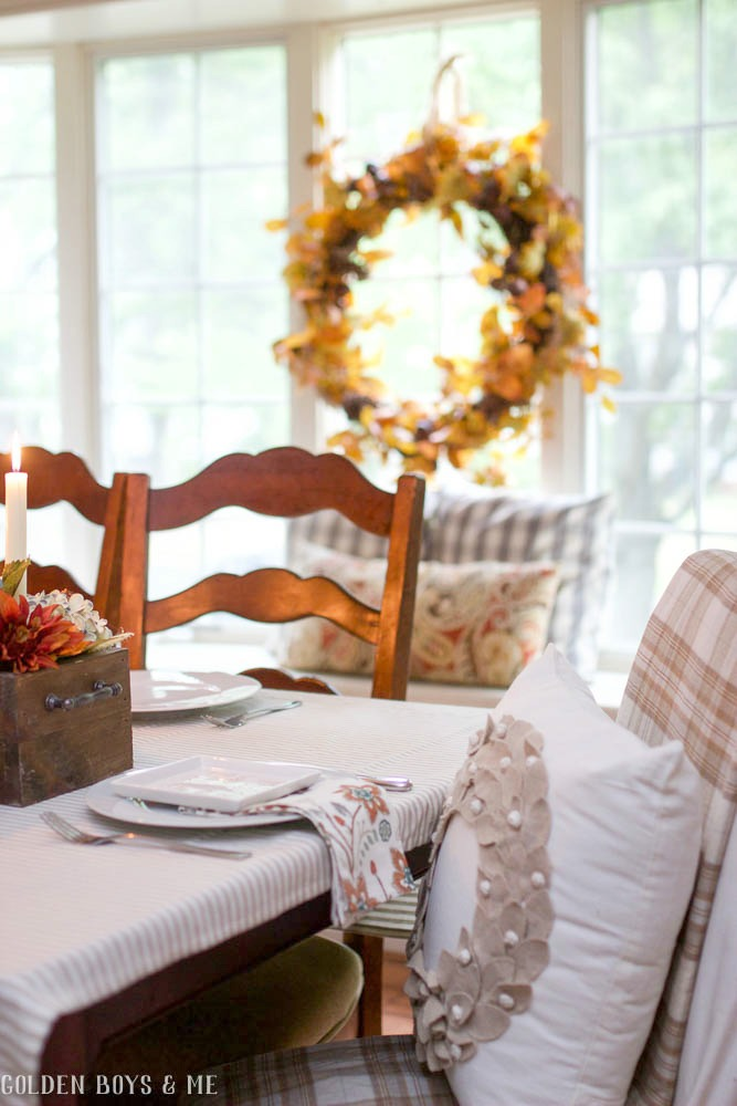 Neural fall decor in dining room