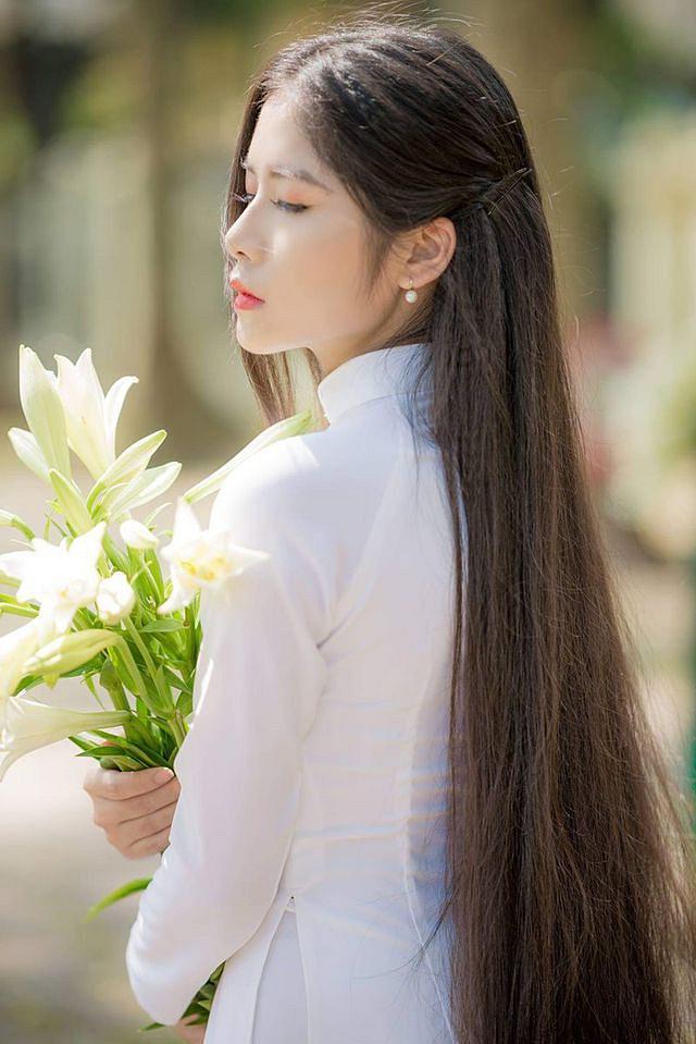 Ngẩn ngơ trước vẻ xinh đẹp của nữ sinh Văn hóa sở hữu mái tóc dài 1m35