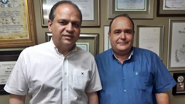 Viana entrega reivindicações para Ministro da Saúde