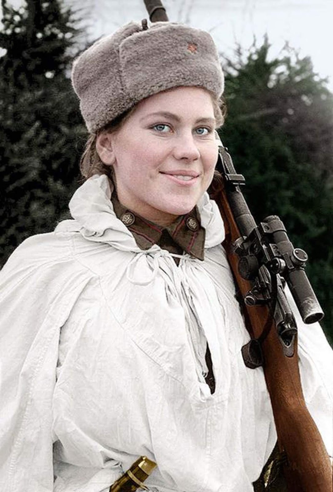 The famous sniper Roza Shanina. Nobody wore a camouflage smock better. More about here on: Smart, beautiful and deadly, 19-year-old Soviet sniper Roza Shanina had 59 confirmed kills.