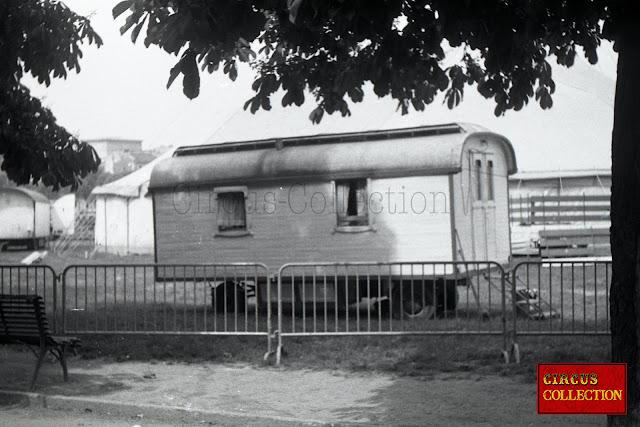 roulotte d'habitation pur les anciens employés du cirque