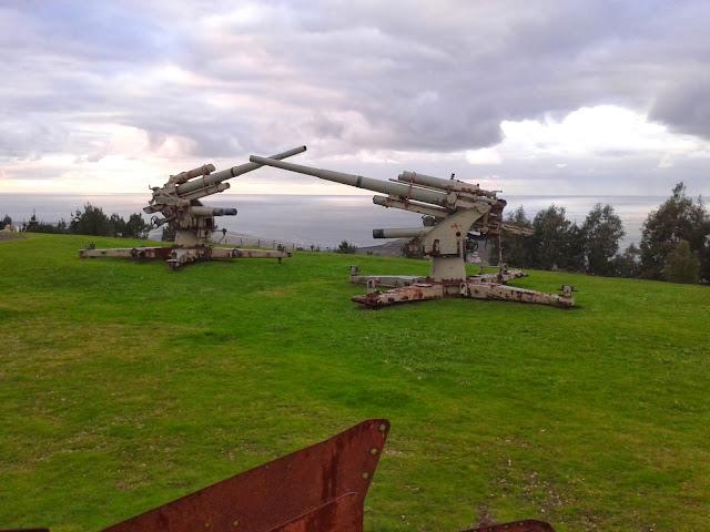Cañones militares en el Parque Forestal de Monticaño