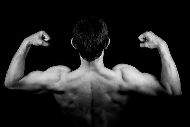 4 Exercices magiques pour obtenir un plus grand biceps plus rapide que jamais, le 3ème vous donne les meilleurs résultats