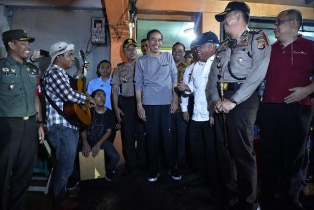Isu Jokowi Kampanye Lewat Bagi-Bagi Sembako, Ini Kata Moeldoko