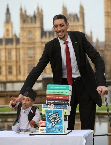 458896296 461x600 Wow!!! At Last Worlds Tallest And Shortest Man Meets (See Photos)