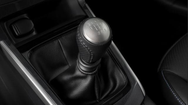 Caja de cambios manual de seis velocidades - Nissan Sentra SR Turbo 2017