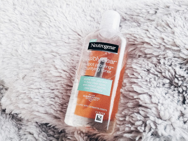 south african beauty blog, african beauty blogger, black beauty blogger, southafrican beauty blogger, review of Visibly Clear Spot Proofing purifying toner neutrogena, neutrogena toner review